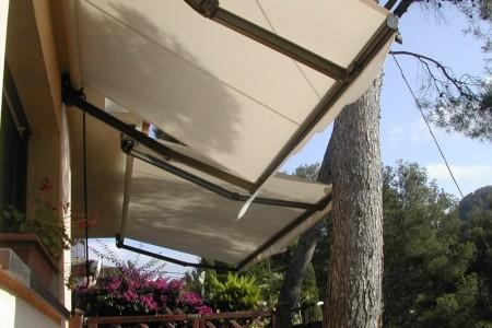 Venda i instal·lació de tendals manuals i motorizats